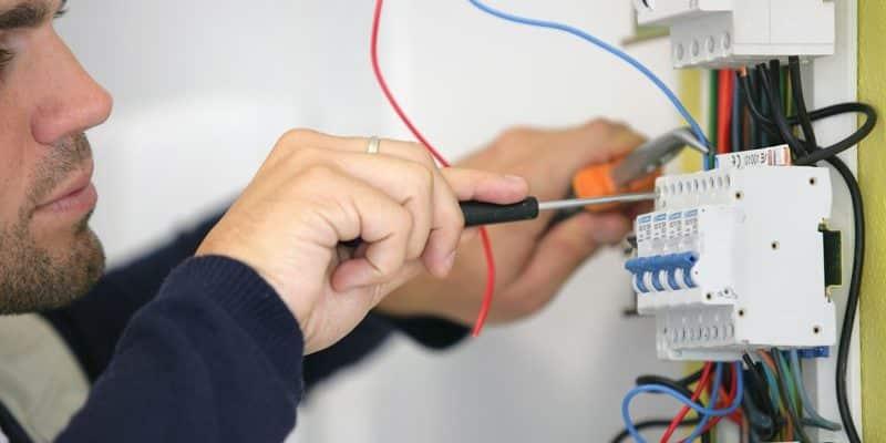 Comment choisir le bon artisan électricien pour ses travaux ?